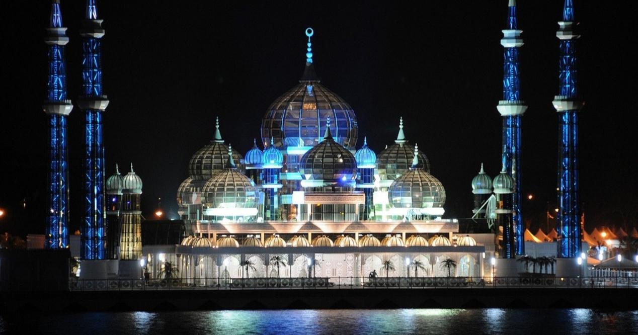 gambar  masjid kristal dan 13 masjid lain yang paling