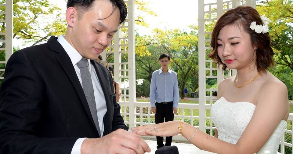 This Singaporean S Wedding Photos Are So Bad They Want You To Laugh At Them