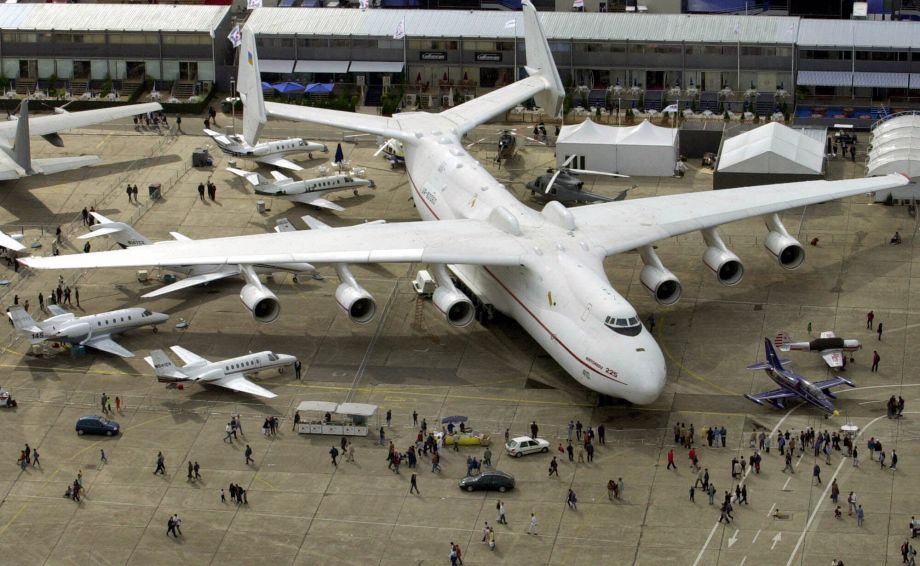 Take a look at the world 39 s largest aircraft that landed in klia for the third time - Quel est le plus grand porte avion du monde ...