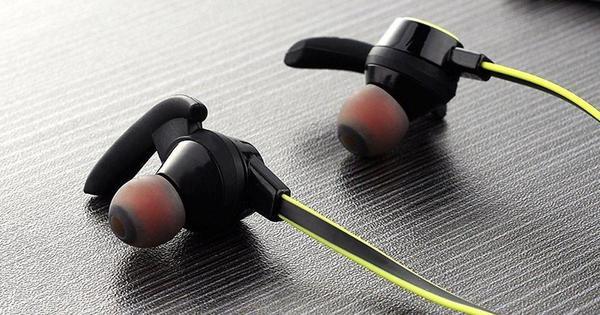 8 Highly Rated Earphones Headphones Under Rm70