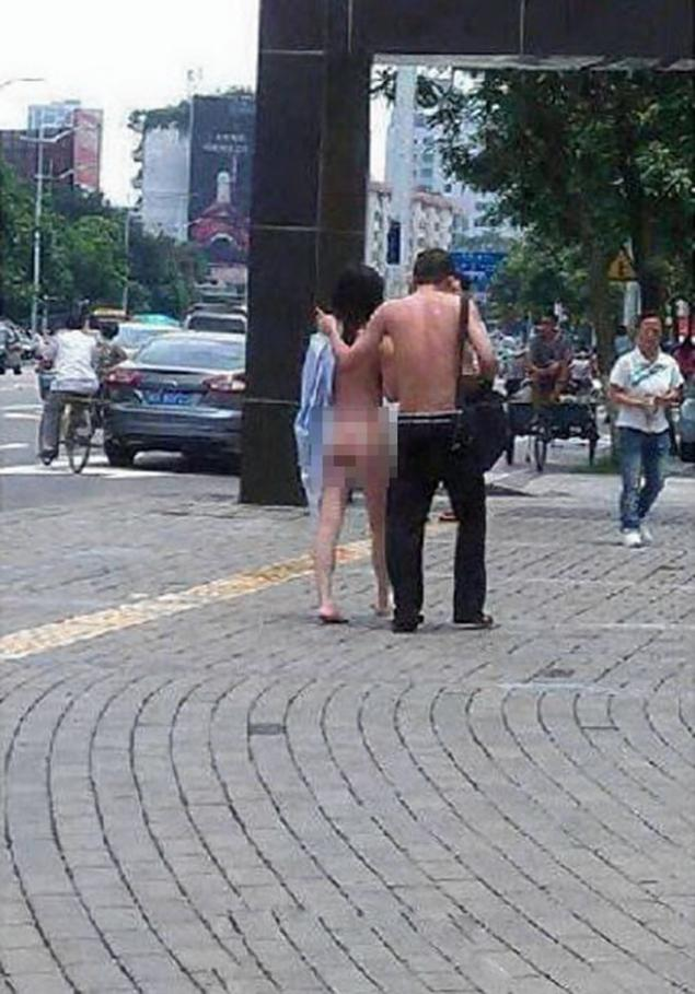 The couple walk off together after ending their quarrel.
