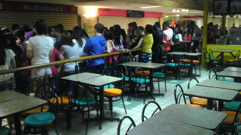 More long queues outside McDonald's for minions. Photo from Wanista.