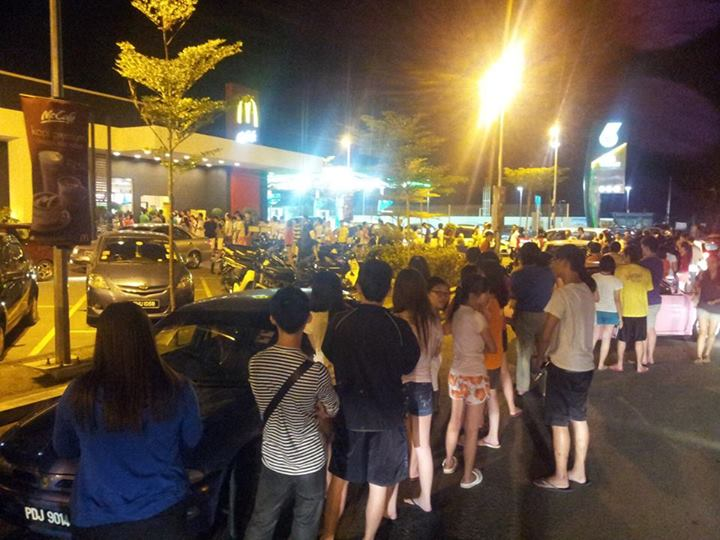 """""""if u think kulim mcd will have less ppl queue up, u were so wrong… (>﹏<)"""" Photo from Saimatkong."""