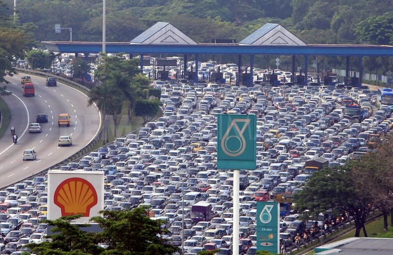 A traffic jam during morning rush hour in East-West Highway connection towards capital city Kuala Lumpur, Malaysia.