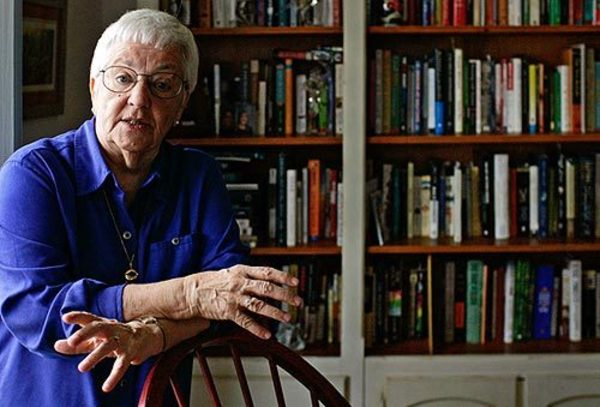 jane elliot experiment Jane elliott is an american teacher who developed the blue eyes/brown eyes the experiment had a huge impact on the behavior of jane elliot & the.