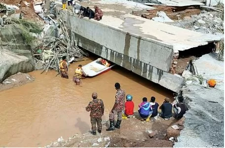 328 Rescue Personnel Are Searching For 24-Year-Old Jarwati, The Missing Mud Flood Victim,