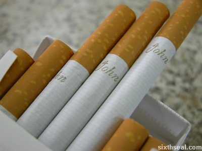 Rokok berjenama John sebenarnya merupakan rokok seludup.