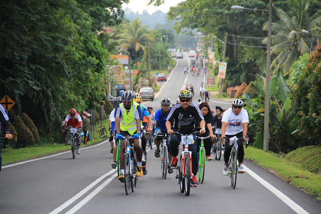 Borneo is home to some of the world's most accessible unspoilt tropical jungle. With miles of uncongested roads and a network of country routes that go past some of the most striking scenery in the region it is a perfect destination for cycling.