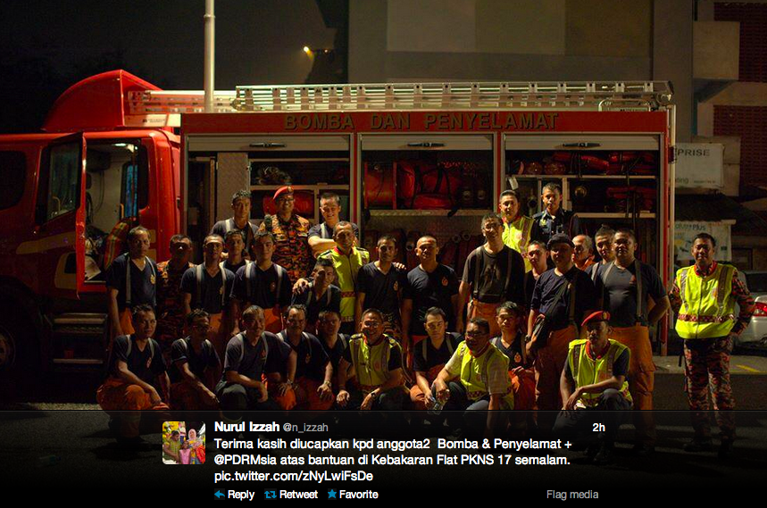 Nurul Izzah thanks the rescue team for their help in extinguishing the fire at Flat PKNS 17 on 31 Oct 2013.