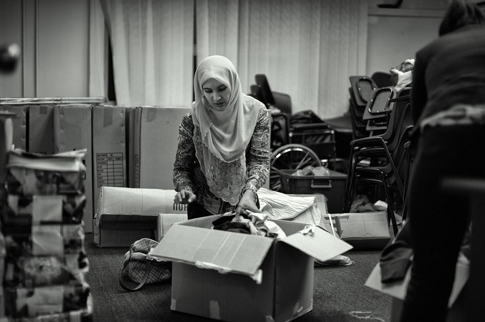 Nurul Izzah started a donation drive for Kampung Kerinchi flats that went on fire on 31 Oct 2013.
