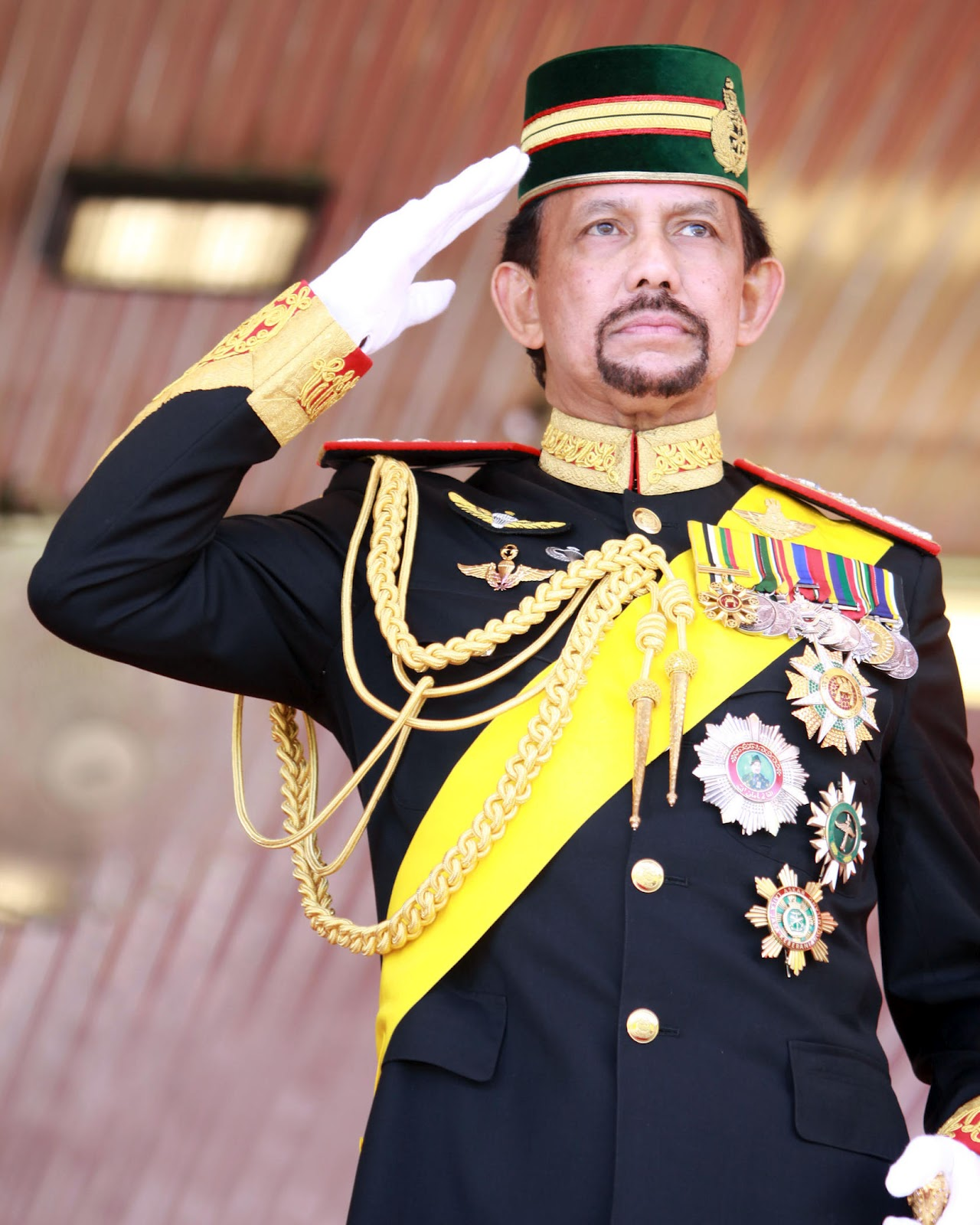 [VIRAL] What Is The Sultan Of Brunei Doing In The Middle ...