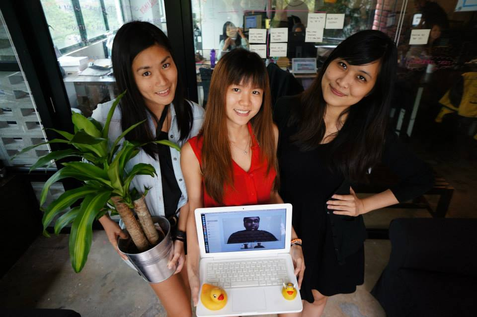 L-R Mei Mei Chu, Melody Oei, Judith Yeoh and Sadho Ram (on screen) are part of the content team at SAYS.com.