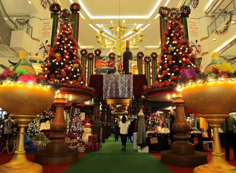 christmas decoration in bsc 2013 image via akamaihdnet - Mall Christmas Decorations