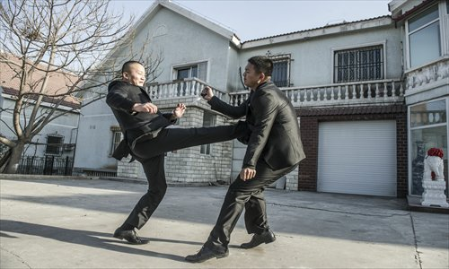 Shi Xingfeng demonstrates how to disarm an attacker with speed and power