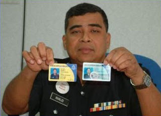 Yellow police card indicates those who are below the rank of Inspector. Blue card indicates rank of inspector and above.