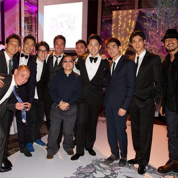 Vanness Wu poses with his guests.