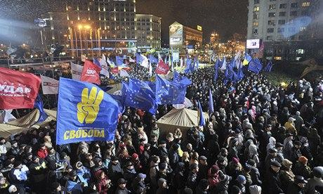 Ukrainians stage a protest in Kiev on 26 November to demand the government signs the key EU pact.