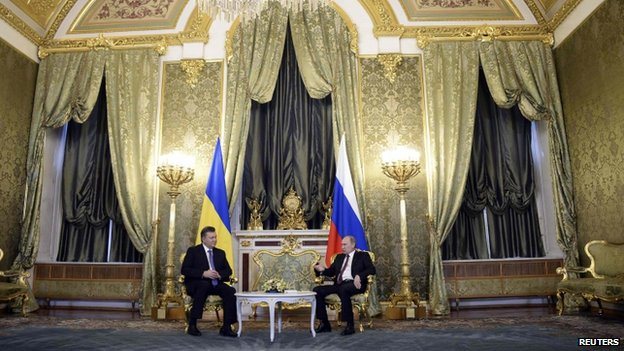 Russia's President Putin (right) met his Ukrainian counterpart Viktor Yanukovych at the Kremlin