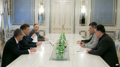 President Viktor Yanukovych met three opposition leaders to discuss the crisis