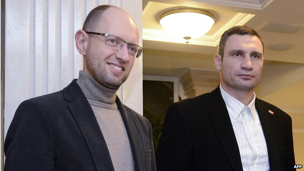 Arseniy Yatsenyuk (L) and Vitali Klitschko have been offered the positions of PM and deputy PM