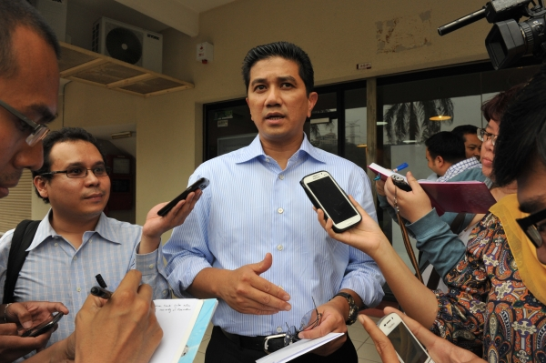 PKR deputy president Azmin Ali speaking to reporters outside the PKR headquarters in Petaling Jaya on January 28, 2014. He said a 'national leader' of Anwar's calibre was needed to improve PR's position in Selangor.