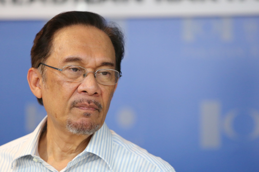 Anwar Admits Lee Chin Cheh Purposefully Resigned From His Duties In Kajang To Make Way For Him To Compete