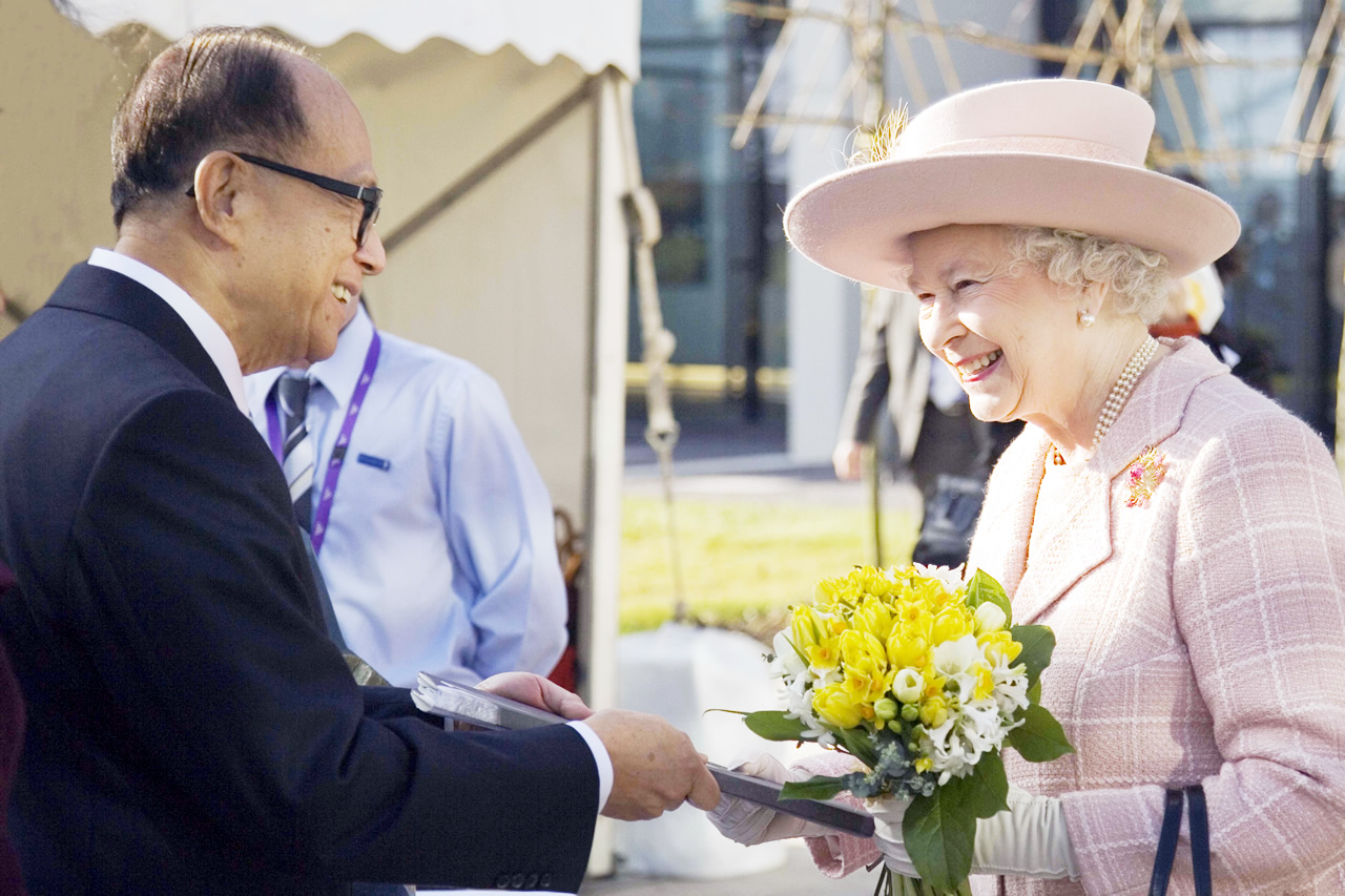 Li Ka-Shing and her Queen the Majesty.