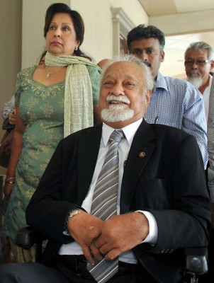 Karpal Singh being accompanied by wife, Gurmit Kaur at the High Court In Jalan Duta..
