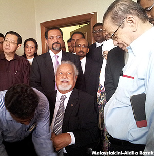 "Turning to DAP adviser and long-time comrade Lim Kit Siang, Karpal smiled and said: ""This is not the first time I've been convicted."""