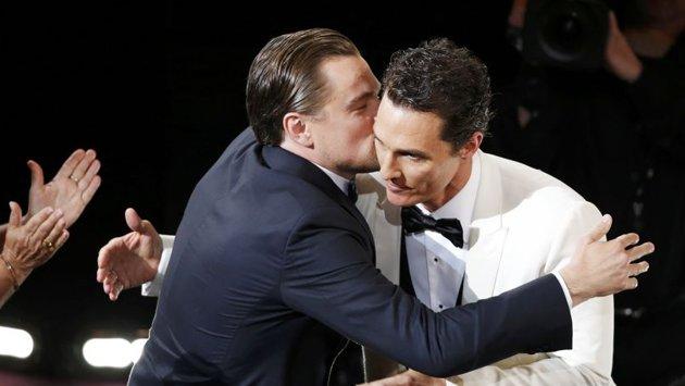 DiCaprio congratulates Matthew McConaughey.