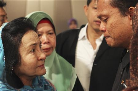 Rosmah sharing a moment with one of the families of those onboard MH390