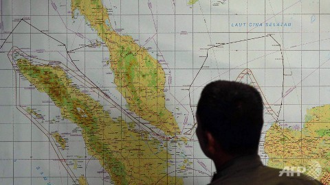 A member of the Indonesian Air Force at the Medan city military base inspects the Indonesian military search operation for the missing Malaysian Airlines flight MH370 on March 12, 2014 in the area of the Malacca Strait