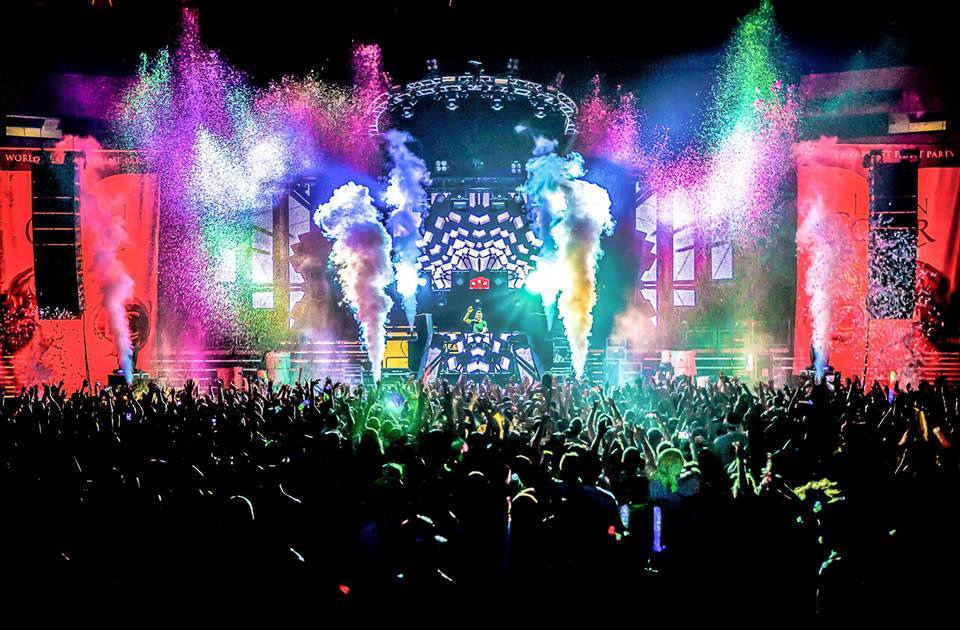 """OFFICIAL: Life In Color """"World's Largest Paint Party"""