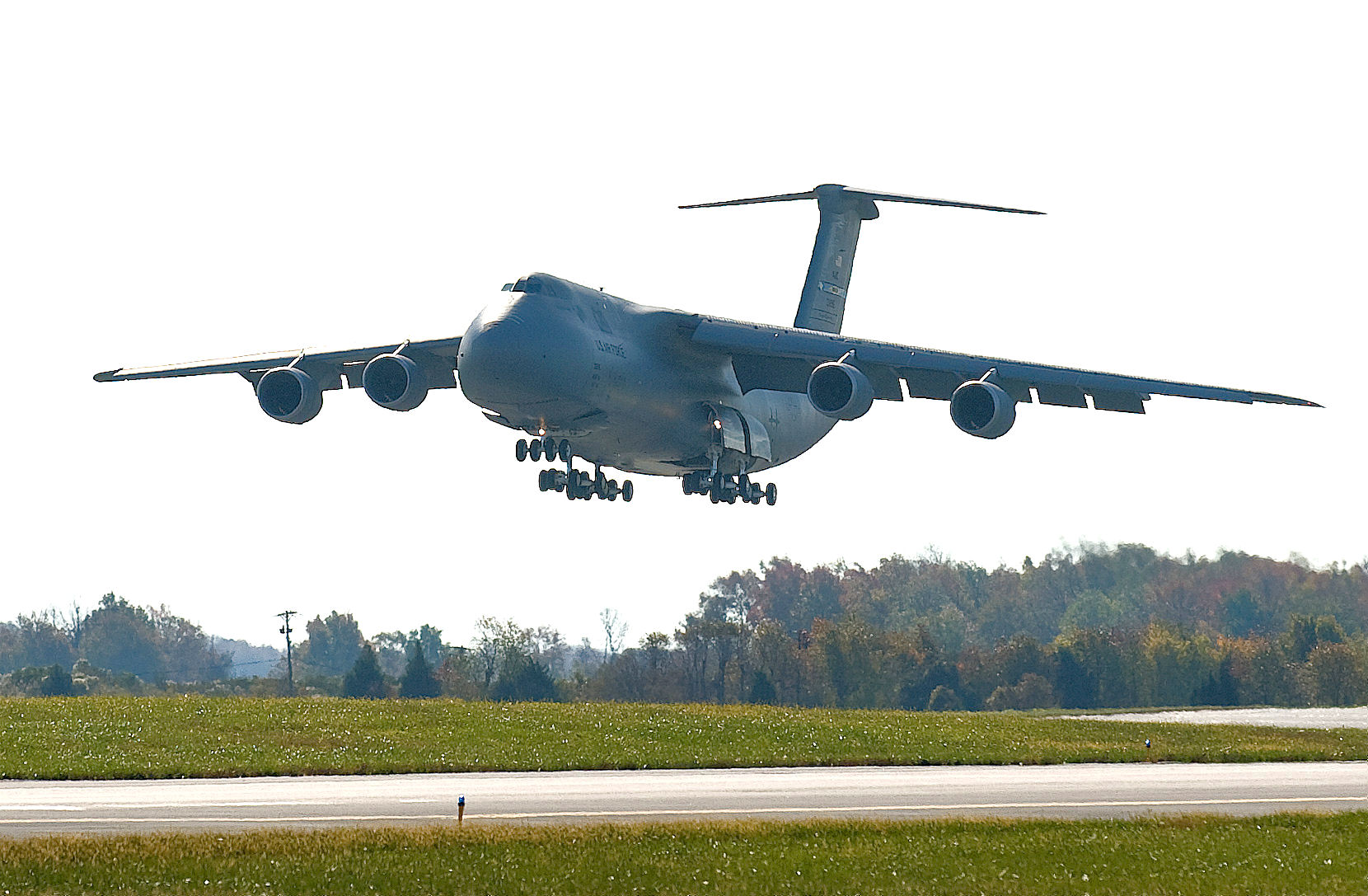 C5 landing at Dover Air Force Base