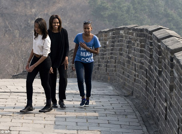 Michelle Obama Tweets Photo Of Great Wall Of China Visit