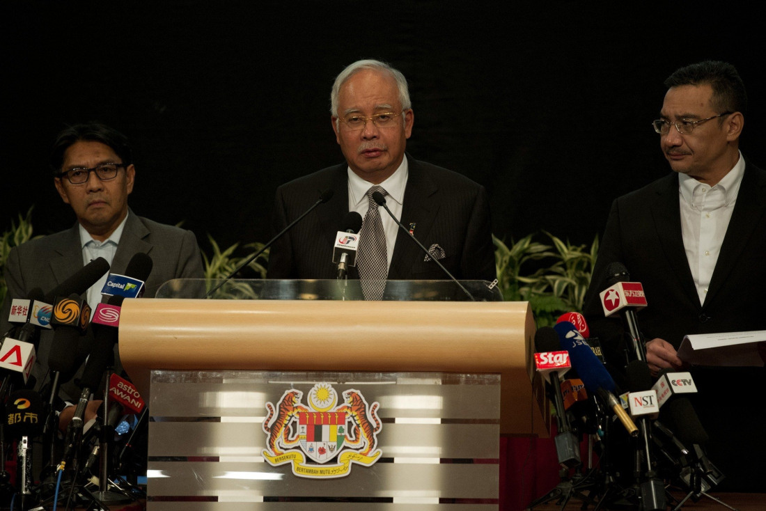 Malaysian Prime Minister Najib Razak (C) delivers a statement on the missing Malaysia Airlines flight MH370 during a press conference at the Putra World Trade Center (PWTC) in Kuala Lumpur on March 24, 2014.