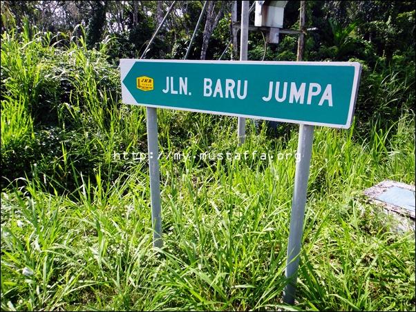 Jalan Baru Jumpa di Kampung Baru Jumpa di Tenom, Sabah.