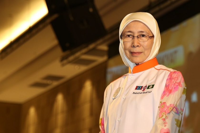 Datuk Seri Dr Wan Azizah Wan Ismail was officially sworn in today as the new Kajang state assemblyman.