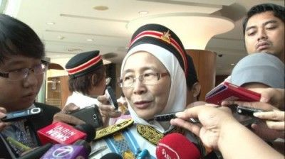 Wan Azizah sworn-in as Kajang assemblyman.