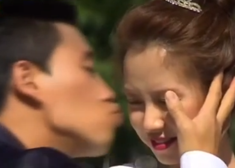 viral video gary surprisekisses song ji hyo on runningman