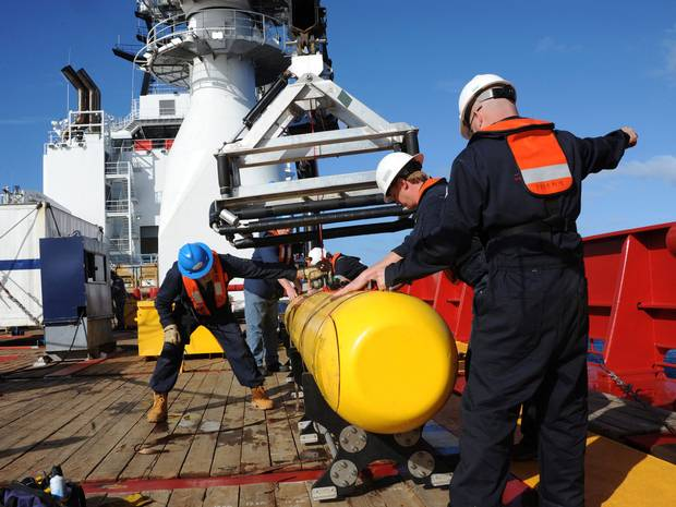 As authorities analyse new oil slick find, unmanned submersible vehicle will map ocean floor