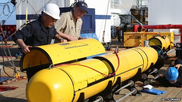 The Bluefin-21 searches the sea floor by creating a sonar map