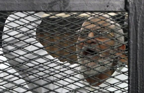 Muslim Brotherhood leader Mohammed Badie shouts slogans from the defendant's cage during his trial with other leaders of the Brotherhood in a courtroom in Cairo December 11, 2013.