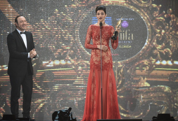 Bollywood actress Deepika Padukone gives her acceptance speech on stage at the IIFA 2014.