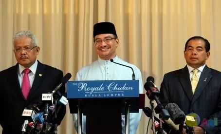 Acting Transport Minister Datuk Seri Hishammuddin Hussein (centre) speaking during a press conference on MH370 in Kuala Lumpur. Also present are Deputy Foreign Minister Datuk Hamzah Zainuddin (left) and Deputy Minister of Transport Datuk Abdul Aziz Kaprawi (right)