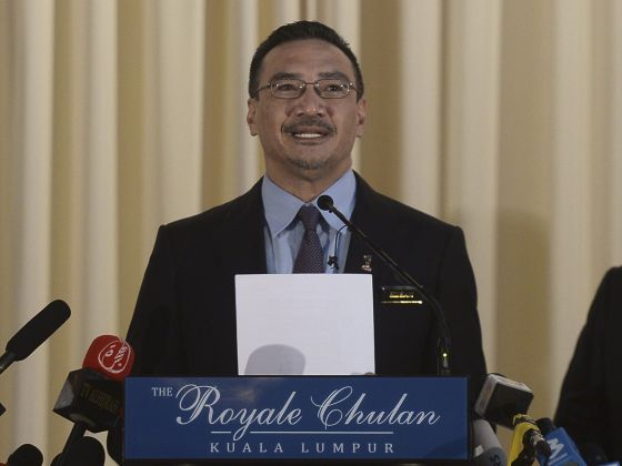 Malaysia's Acting Transport Minister Hishammuddin Hussein speaks at a news conference inside a hotel in Kuala Lumpur, April 23, 2014.