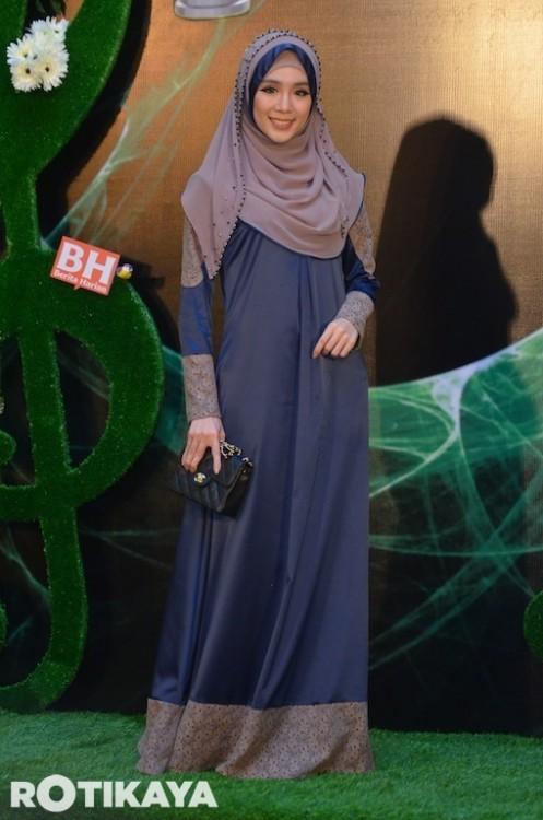 Bekas Playboy Malaysia, Felixia Yeap tampil sopan dan manis pada malam Anugerah Bintang Popular Berita Harian 2013.