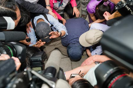 Reporters surround Cheng Chieh's parents outside Jiangzicui MRT station, May 27.