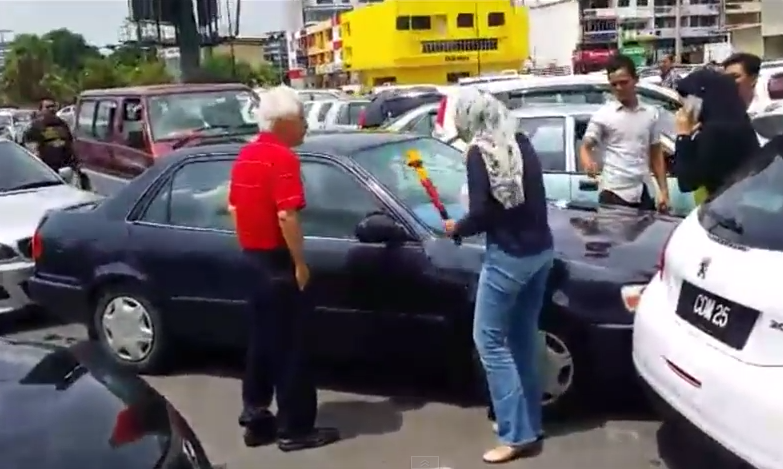 Kiki Kamaruddin was so angry at Uncle Sim she started hitting his car with a steering lock.