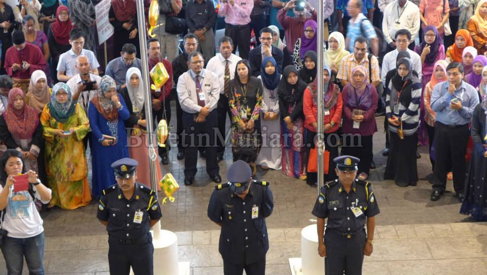 Penang State Flies Flag At Half-Mast For Three Days For The Victims Of MH17 And MH370